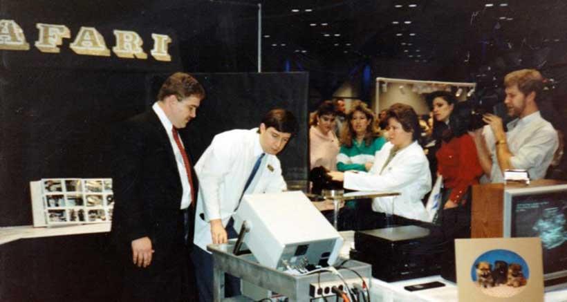 Dr. Garner & John Kerr – ultrasound specialist – scanning pets at Houston Dog Show